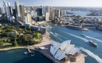 Сколько лететь с Москвы до  Австралии
