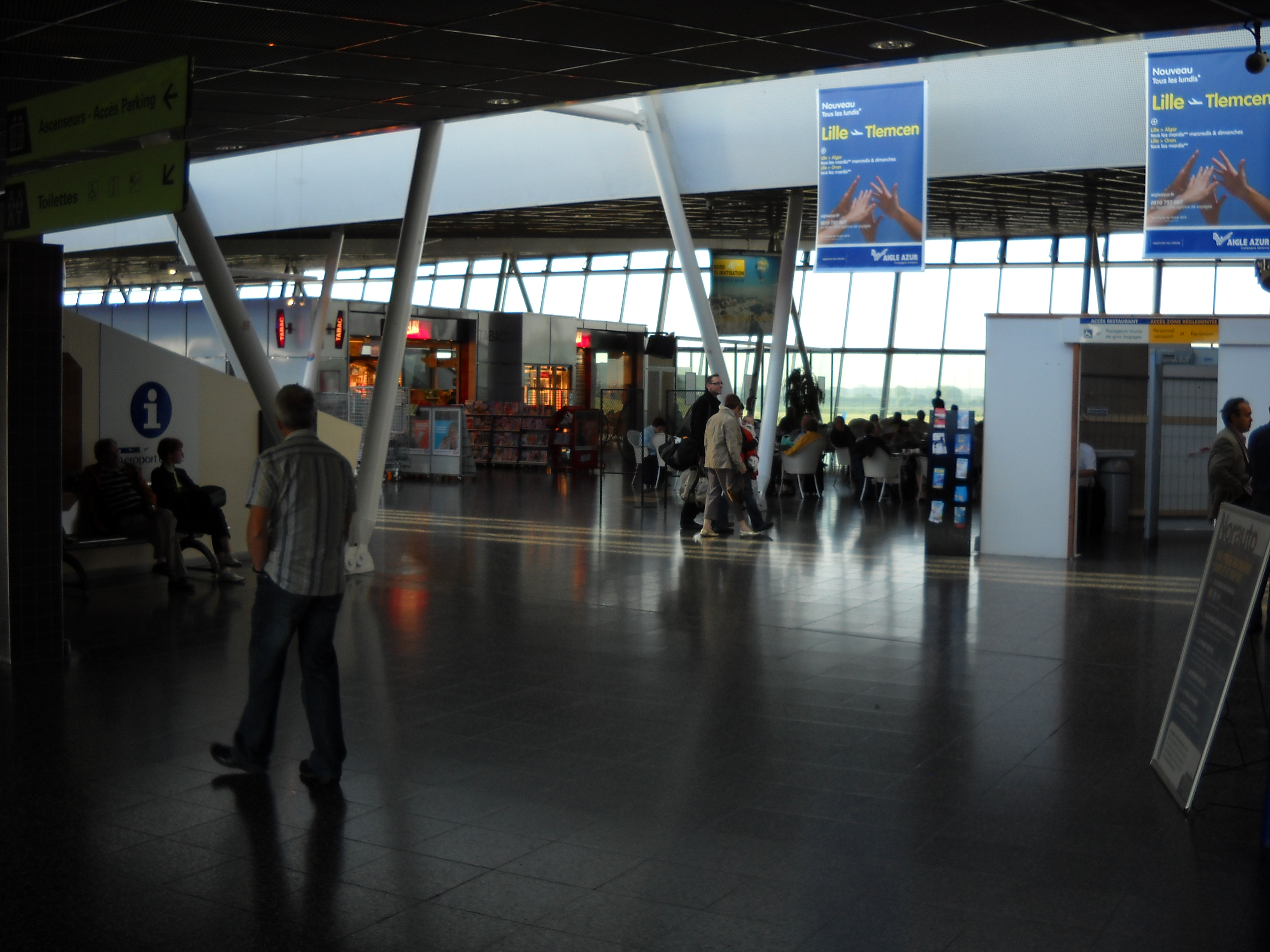 lille-lesquin_international_airport_-_terminal_-_inside_-_2
