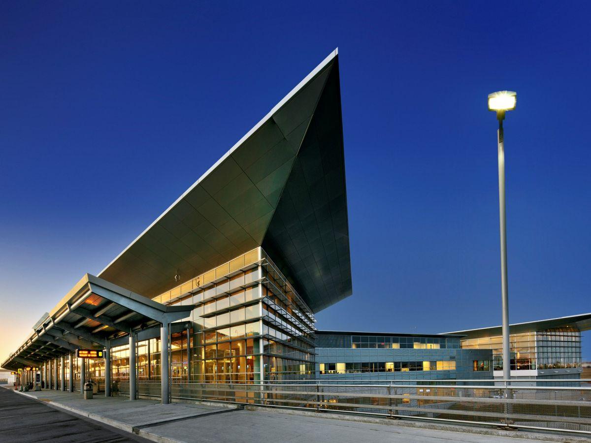 аэропорт Виннипега Джеймс Армстронг Ричардсон